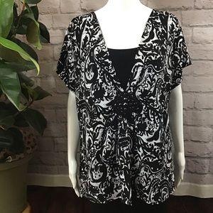 🧨SALE 3/$20 Dressy black & white paisley 2X top🍃